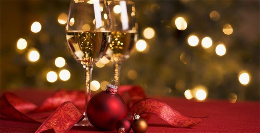 Julebord med vin og trylling